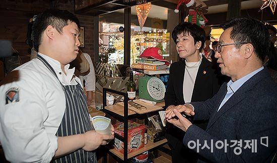 [포토] 소상공인 만나는 김동연 부총리