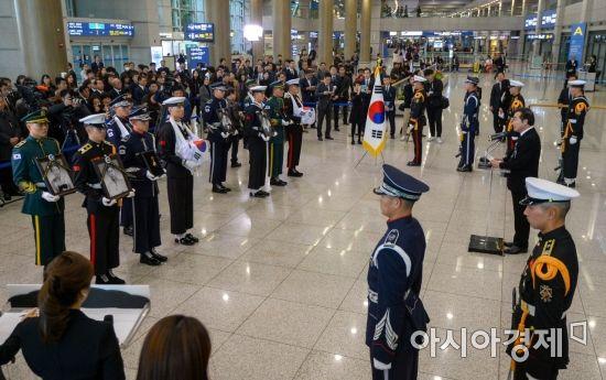 [포토] 국외 안장 독립유공자 유해봉환 봉영식 참석한 이낙연 총리