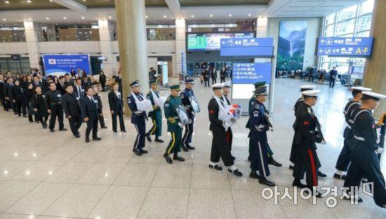 [포토] 인천공항 나서는 국외 안장 독립유공자 유해