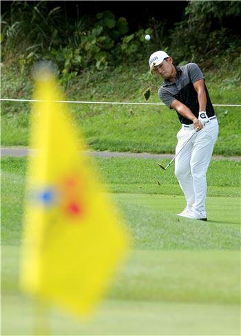 강성훈이 더CJ컵 당시 1라운드 14번홀에서 그린을 공략하고 있다.