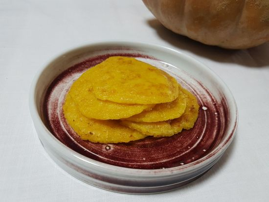 [한국의 맛] 구수한 늙은 호박의 맛과 찰진 찹쌀가루가 합쳐진 정겨운 음식 '늙은호박전병'