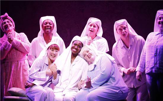 [장인서의 On Stage]수녀들의 반란…男보다 뜨거운 워맨스