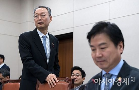 [포토] 산자위 전체회의 출석한 백운규-홍종학 장관