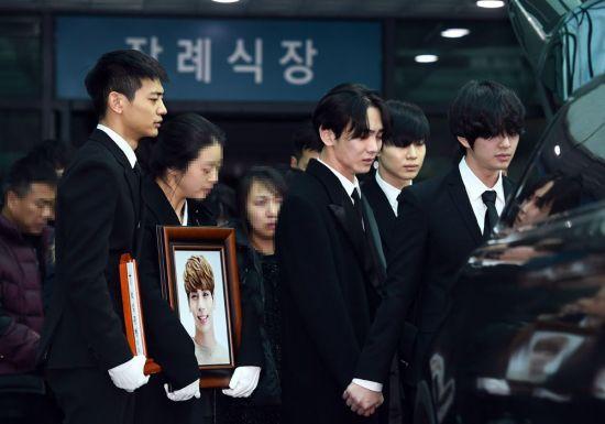 지난 18일 숨진 샤이니 종현(27·본명 김종현)의 발인식이 21일 8시 서울아산병원 장례식장에서 진행됐다. 사진 = 스포츠투데이