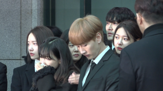 """故 샤이니 종현 발인…""""내 인생 최고의 아티스트, 너무 사랑해""""(영상)"""