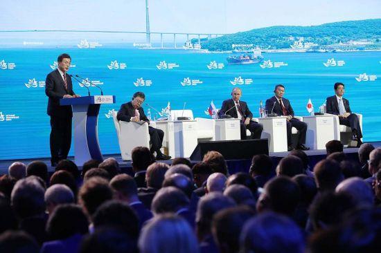 문재인 대통령이 지난 9월7일 러시아 블라디보스토크에서 열린 제3차 동방경제포럼에서 기조연설을 하고 있다.[사진=청와대]