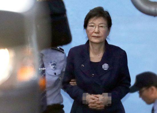 법원, 검찰의 박근혜 전 대통령 재산추징보전 청구 인용