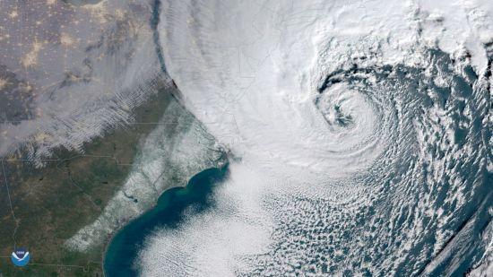 미국 국립해양대기청(NOAA)이 4일(현지시간) 제공한 사진. 거대한 겨울폭풍이 미국 해안을 따라 북동부 지역으로 올라가고 있다. [사진출처=AP/연합뉴스]