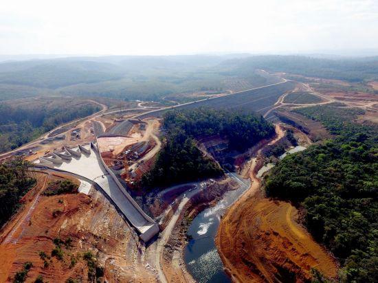 SK건설이 라오스에서 건설한 세피안-세남노이 수력발전소 인근의 세남노이 댐