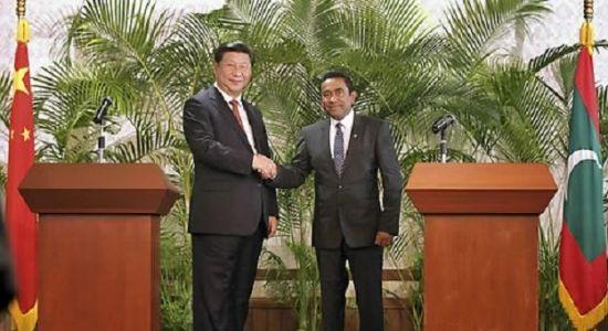 지난 2014년, 몰디브를 국빈방문한 시진핑(왼쪽) 중국 국가 주석과 압둘라 야민 몰디브 대통령이 악수하는 모습. 야민 대통령은 몰디브 정치권에서 대표적인 친중파로 알려져있다.(사진=AP연합뉴스)