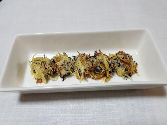 [한국의 맛] 아름다운 떡, 먹고싶은 떡, 은은한 삼색의 고물을 묻힌 '색단자'