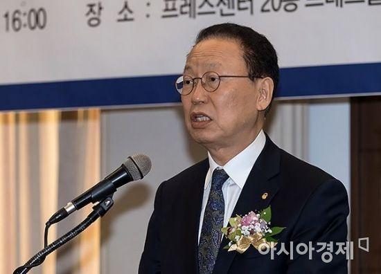 [포토] 아시아펀드대상 축사하는 최흥식 원장
