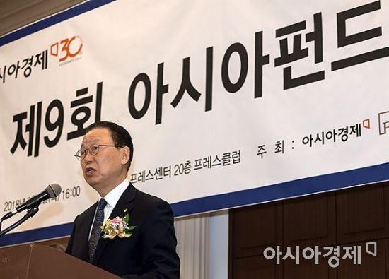 [포토] 아시아펀드대상 축하하는 최흥식 원장