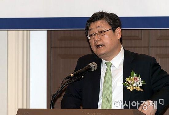[포토] 아시아펀드대상 심사평하는 정순섭 교수