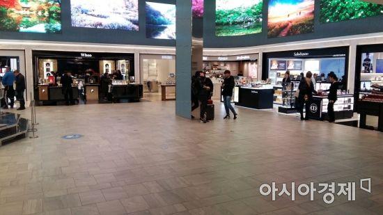 11일 신세계면세점 명동점 화장품 코너. 과거 중국인 관광객들로 장사진을 이뤘던 '설화수', '후' 매장 앞이 썰렁하다.(사진=오종탁 기자)