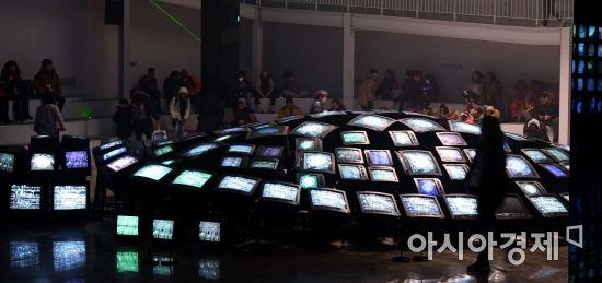 2018 평창동계올림픽 3일차인 12일 강원도 평창 올림픽플라자 ICT체험관을 찾은 방문객들이 즐거운 시간을 보내고 있다./평창=김현민 기자 kimhyun81@