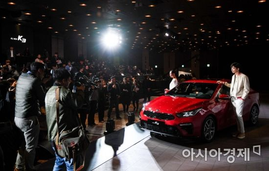 13일 서울 광진구 워커힐 호텔 비스타홀에서 기아자동차 '올 뉴 K3'가 공개되고 있다./강진형 기자aymsdream@