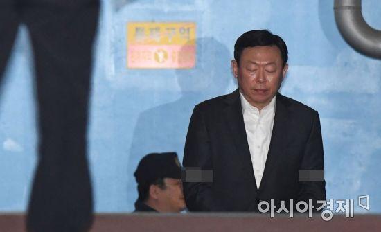 [위기의 롯데]잃어버린 4년…경영권 분쟁 후 숱한 고비, 결국 총수 구속