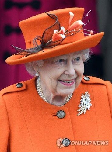 영국 왕실 크리스마스 행사 참석한 엘리자베스 2세(이미지출처=연합뉴스)