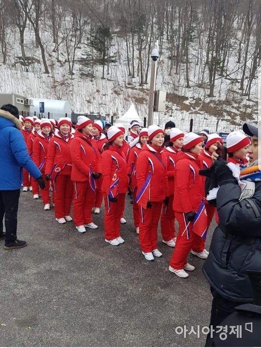 스키 경기 응원을 위해 이동했다가 발길 돌리는 북한응원단