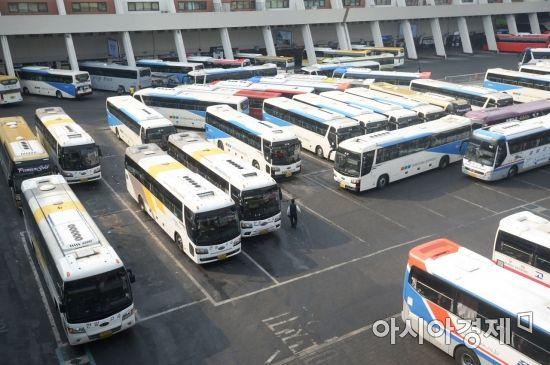 [포토]귀성객 기다리는 버스