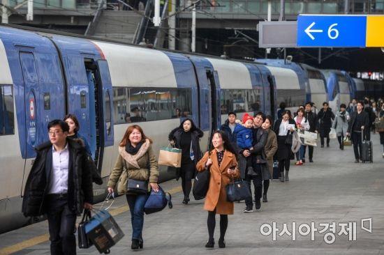 [포토] 설 명절 앞두고 고향으로 이동하는 귀성객들