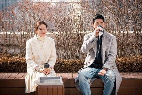 배우 손예진, 정해인/사진=드라마하우스,콘텐츠케이
