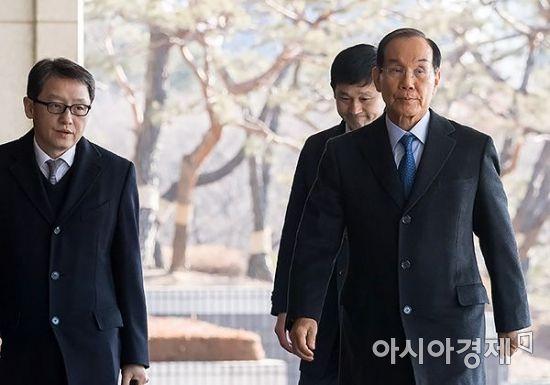 [포토] 검찰 출석하는 이학수 전 삼성 부회장
