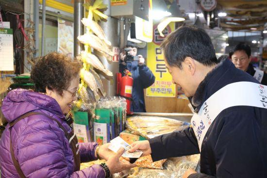 """설 차례상 알뜰쇼핑…""""전통시장·티몬 싸다"""""""