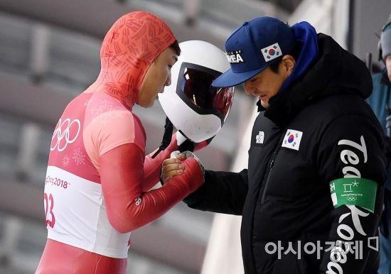[포토] 하이파이브하는 김지수