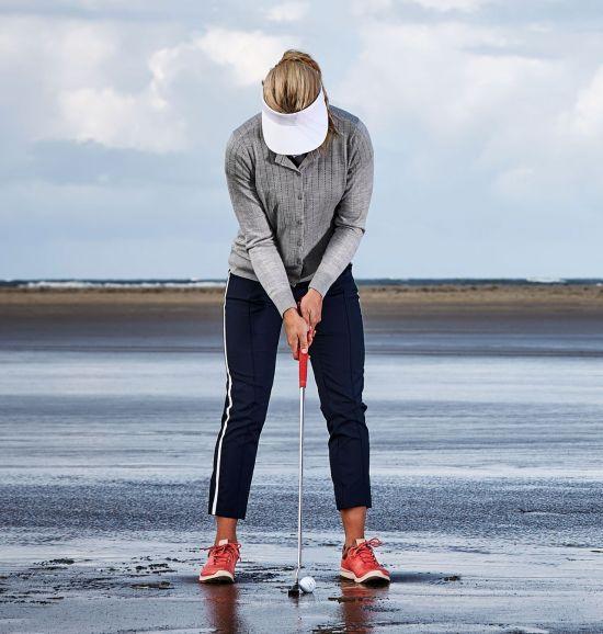 2월에는 장비를 점검하는 시기다. 골프채를 닦고, 그립을 교체하고, 골프화 스파이크를 체크한다.
