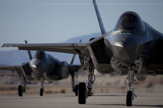 <h1>F-22 대규모 출격 의식했나</h1>