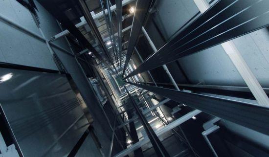 엘리베이터 추락시 생존률 높이는 방법 (영상)
