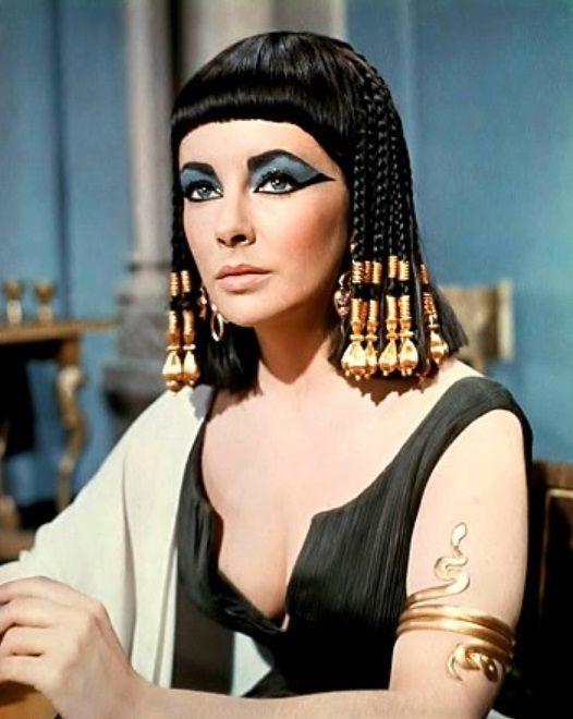 고대 이집트의 여왕 클레오파트라. 영화 '클레오파트라'에서 주연을 맡은 엘리자베스 테일러의 진한 눈화장이 돋보인다.[사진=영화 '클레오파트라' 스틸컷]