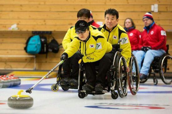 2016 휠체어컬링 세계선수권대회 참가한 우리나라 선수들의  모습(사진=대한장애인컬링협회)