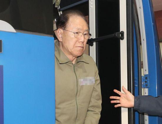 '40년지기 MB집사' 김백준, 재판서