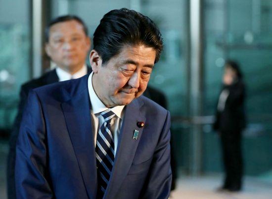 북일정상회담 검토하는 日, 위기처한 아베 살리기?