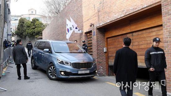 [포토] 차량 드나드는 MB 자택