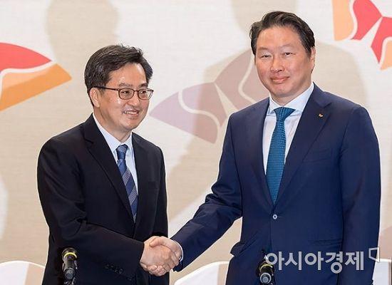 [포토] 최태원 회장 만나는 김동연 부총리