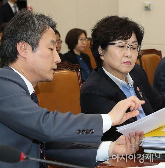 [포토] 보고받는 김은경 환경부 장관