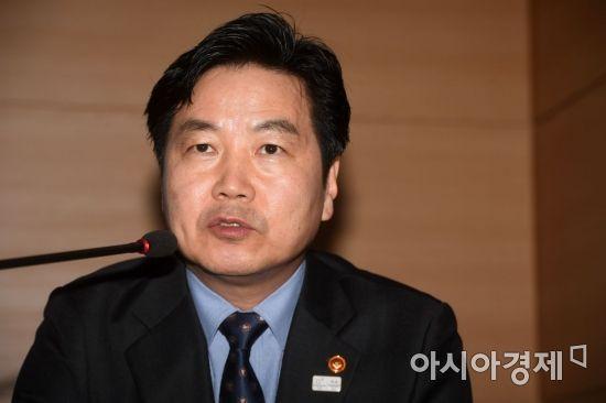 시민단체, '후원금 땡처리 의혹' 홍종학 장관 검찰에 고발