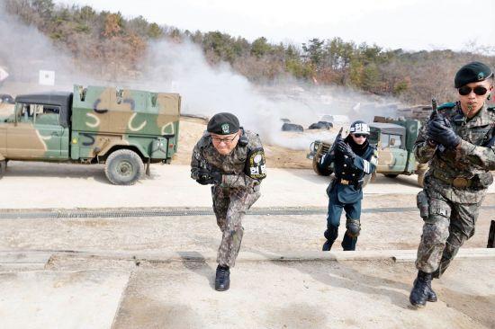 <h1>[양낙규의 Defence Club]JSA대대 실탄사격 훈련 직접 해보니  </h1>