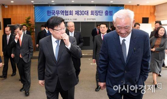 [포토] 대화하는 김영주-주진우 회장