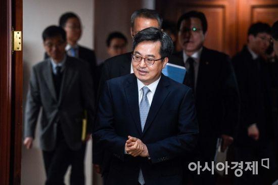 정부 외��� �� 공�� '�화강세' �가피…�� 타격 �려