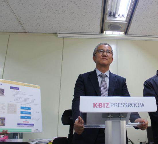 전범근 에코크레이션 대표가 16일 서울 여의도 중기중앙회에서 '열분해 기술을 통한 폐기물 처리 활성화'에 대해 이야기를 하고 있다.