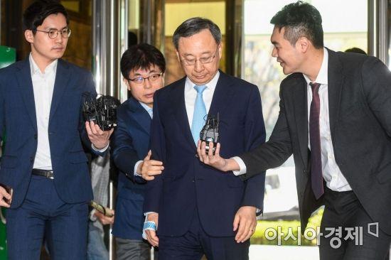 [포토] 정치자금법 위반 혐의 황창규 KT 회장 경찰 출석