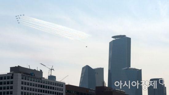 [포토] 여의도 국회의사당 상공서 블랙이글스 비행