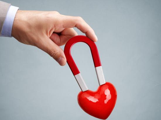 [화제의 연구] 짝사랑에 성공하려면, 상대방에게 '자석'을 선물해라