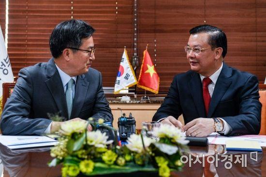[포토] 베트남 재무장관과 면담하는 김동연 경제부총리