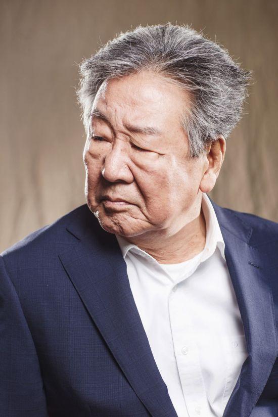 """최불암 """"'다리 몽둥이가 부러진들 어떠랴' 각오로 무대 섰어요"""""""